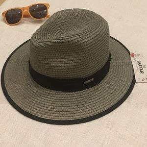 😎NWT The Hatter Com. Shimmery Gray Fedora
